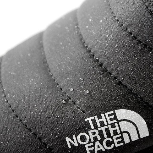 "THE NORTH FACE 独自の防水素材"" テックプルーフ ""が使用されており、防水性と透湿性に加え、結露も防止。雨や雪などの悪天候でもしっかりと水分を弾きます。 (※防水仕様の商品ですが、着用状況により防水加工部以外から水が浸入する可能性があります。)"