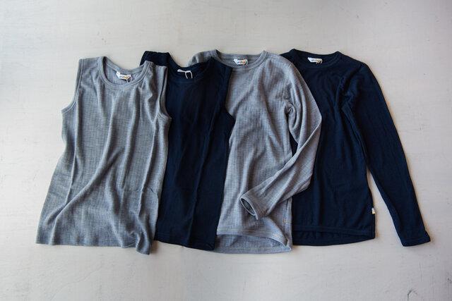 キッズのウールシリーズは3種類。 左からノースリーブアンダーシャツのグレーとネイビー、ロングスリーブアンダーシャツのグレーとネイビー。そしてキッズウールレギンス。