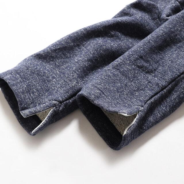 生地は釣り編み機でふんわりと、柔らかく編みたてられたmaillotオリジナルの裏毛。