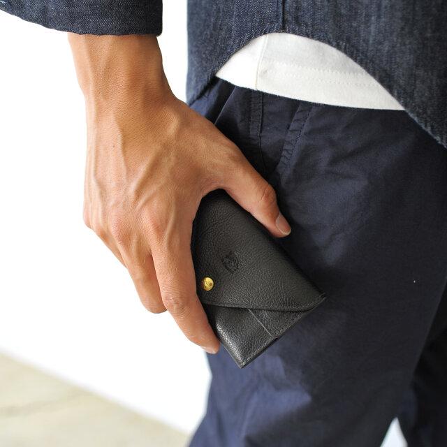 color : black(col.35)  シンプルなデザインですので男女兼用でお使いいただけます。 上質な革小物は大切な方へのプレゼントとしてもおすすめなアイテムです。