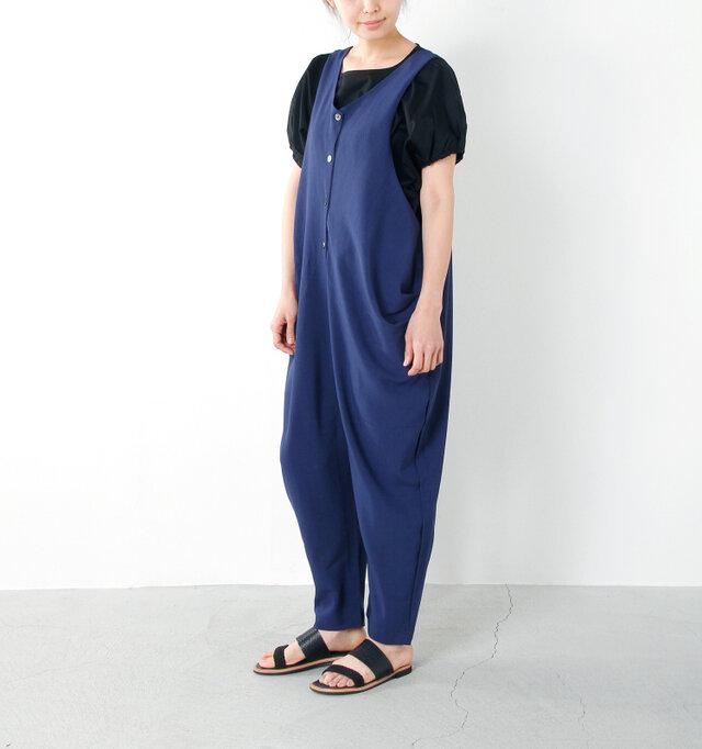 model yama:167cm / 49kg color : navy / size : s