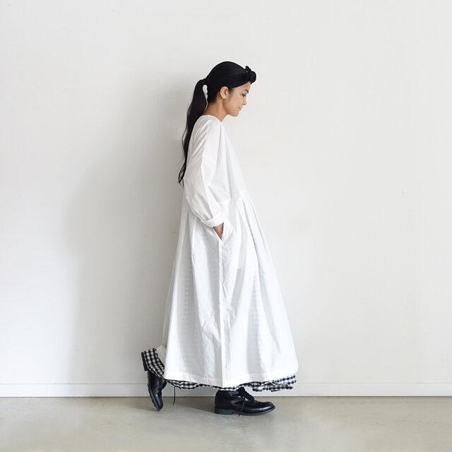 Model 158cm、White 着用