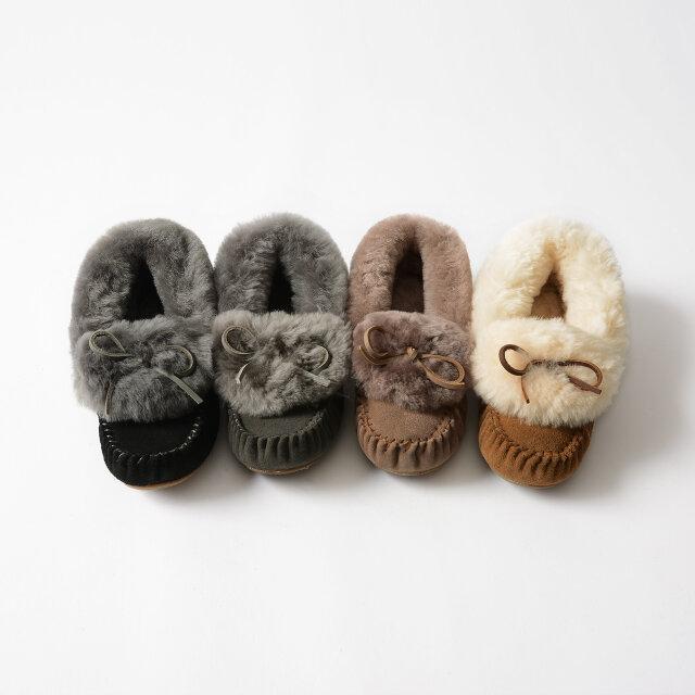 画像左から、「black」「charcoal」「mushroom」「chestnut」の4色。秋冬らしい深みのある色合いです。