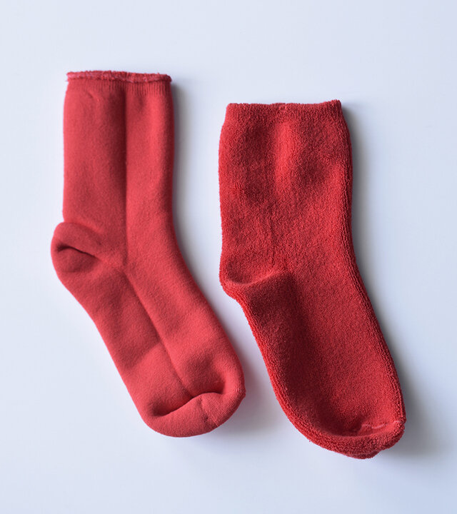 オーガニック糸を使用し編み上げたソックスは、KINOTTO自慢のリバーシブルタイプ