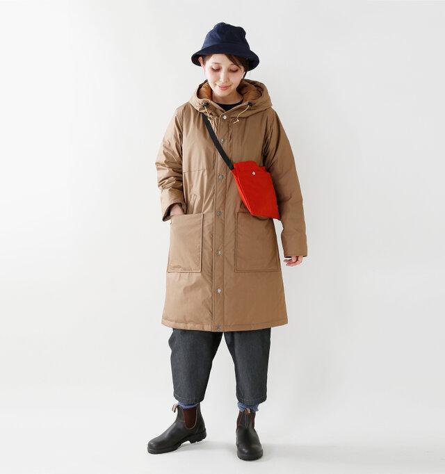 model yama:167cm / 49kg color : copper / size : womans S  肩から裾に広がるリラックス感のあるAラインシルエット。ワンカラーで落ち着きのある上品なデザインですので、普段使いはもちろん、通勤や通学にも使える心強い1枚です。