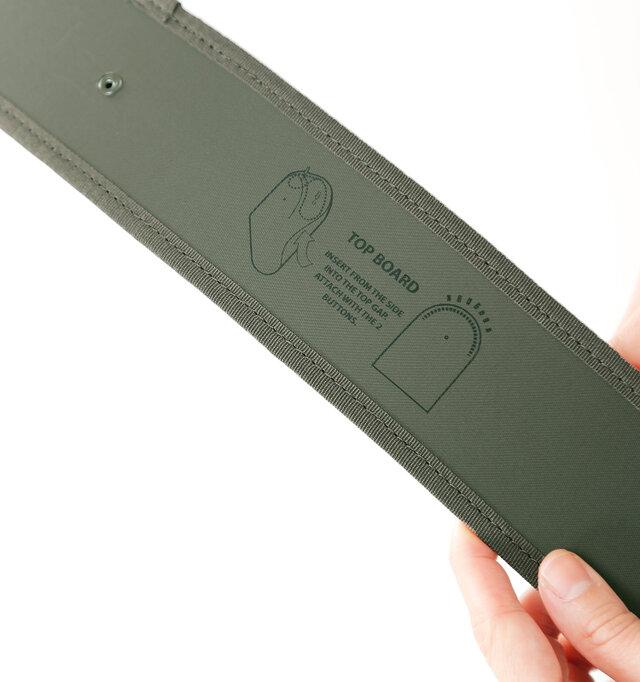 付属のトップボードを丈夫の内側に取り付けると、型くずれせずに立体的な形を保ちます。