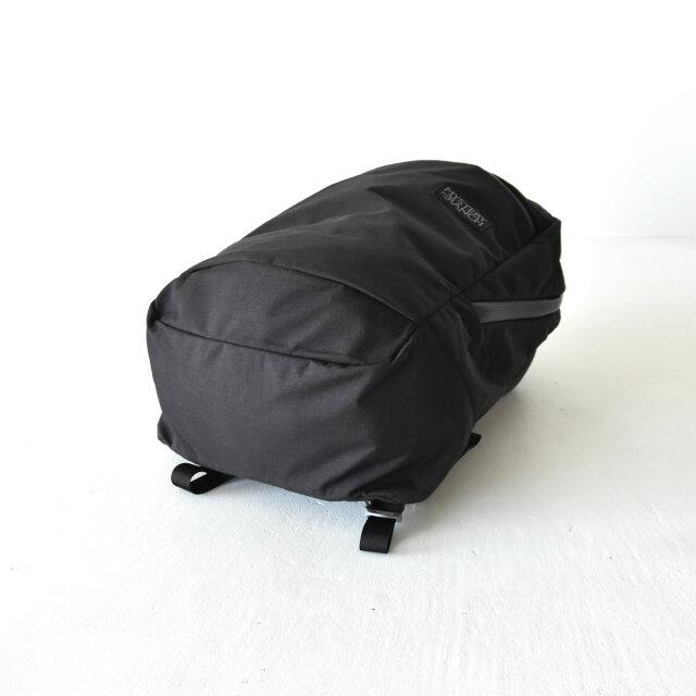 しっかりとしたマチ付きで、たっぷりと荷物を収納することができます。