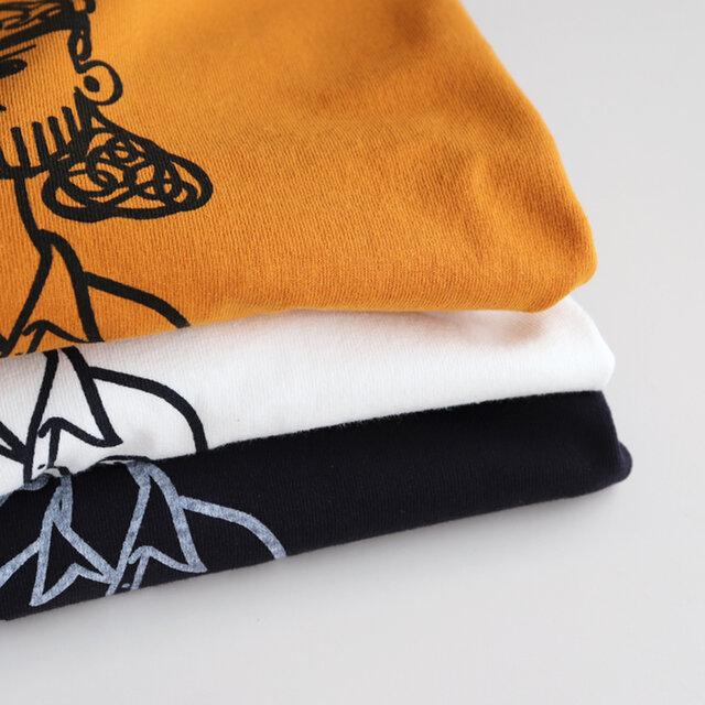 素材はUSAコットンをオリジナルで編み立てた、乾いた風合いの天竺を使用。
