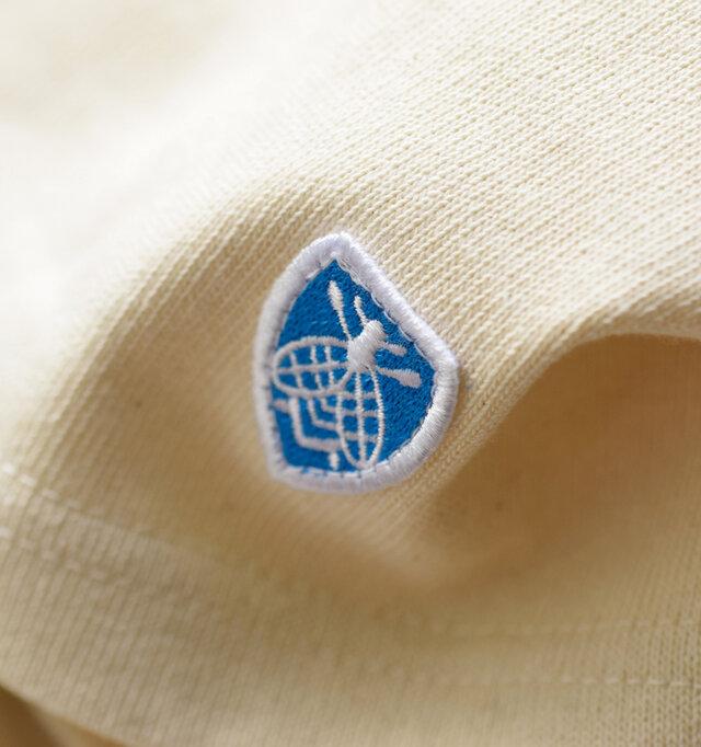 左裾には定番のミツバチワッペンがあしらわれており、可愛いアクセントに♪