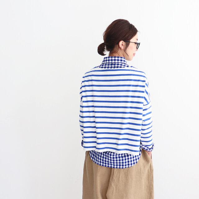 身幅が広い分あえて着丈短めにすることで立体的でキレイなドレープ感をつくり、絶妙なバランスになっています。一枚で、中にシャツなどを重ねた着こなしもおすすめですよ。