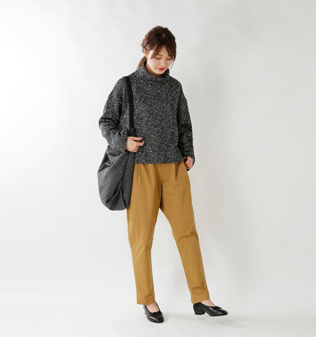 model kanae:167cm / 48kg color : beige / size : S   フラットシューズはもちろん、ブーツにインしたり、パンプスですっきりと大人っぽいスタイルも◎