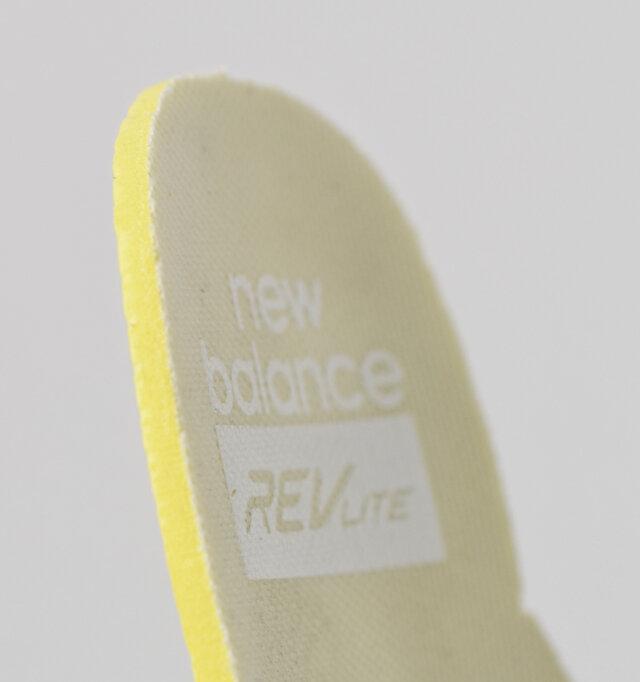 インソールは取り外しが可能です。厚みがありクッション性に優れた独自のテクノロジー「レブライト」を採用。