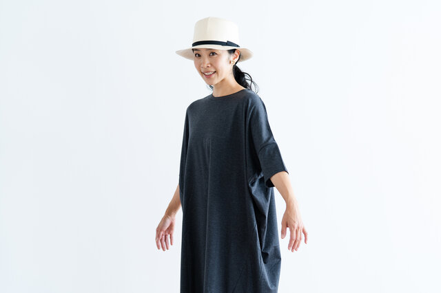 袖丈は肘が隠れるくらいの長さで、夏の冷房・日除対策としてもおすすめです。