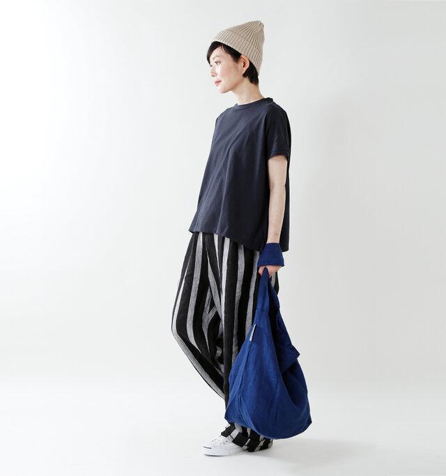 model mayu:158cm / 48kg color : navy / size : 1  ワイドパンツやスカートなど、ボトムスを選ばずどんなスタイルにも馴染みます◎