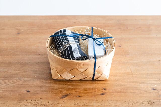 【セット内容】 ・Irmaエッグスタンド(2個セット) ・Irmaキッチンタオル ブラック ・Irmaバスケット ※リボンをかけて、お包みします。