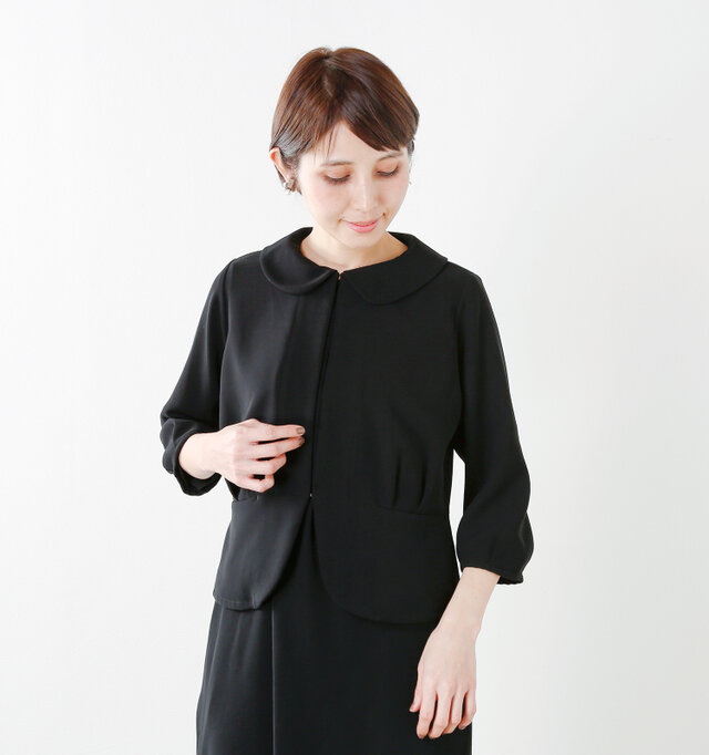 今年らしくコーディネートしやすいよう着丈を-3cmにリデザインし、より美しいシルエットで着こなせるようになりました。