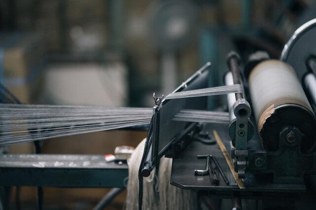創業百年を越える木綿織物の老舗、宮田織物さんに生地を製作していただきました。