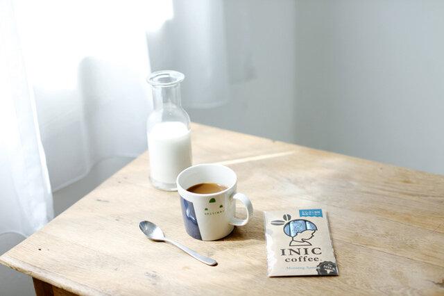 """カフェオレ専用の「モーニングアロマ」。ふわりと広がるミルクの旨味、香り高いコーヒーのアロマ。2つが絶妙に調和して、残るのは濃厚で上質なとろける甘い余韻。パウダーをミルクだけで溶かす""""極上のカフェオレ""""を召し上がれ。"""