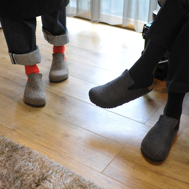 素足はもちろんのこと、靴下との組み合わせも相性抜群◎ 様々なコーディネートを楽しんでいただけます。