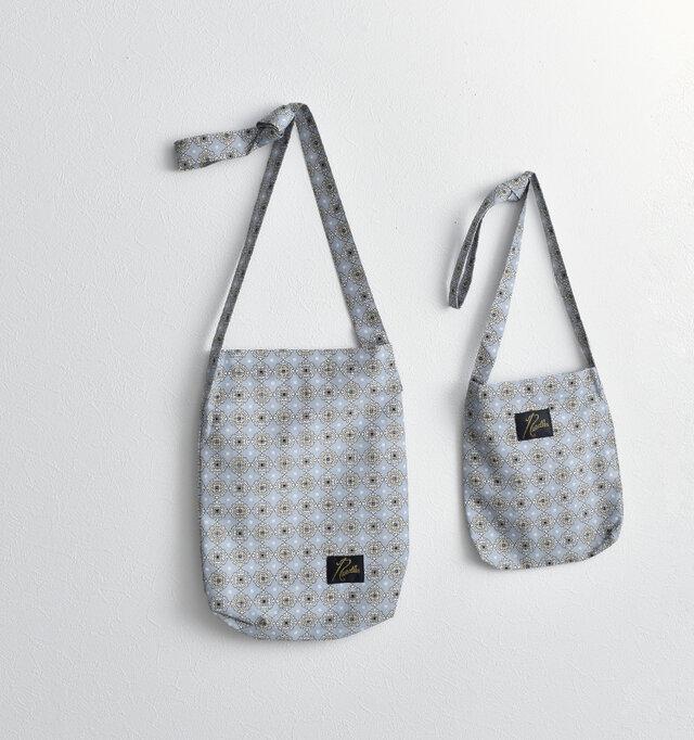 こちらの商品は、同素材で少し大きめサイズのバッグをご用意しております。用途に合わせてお好みでお選びください。