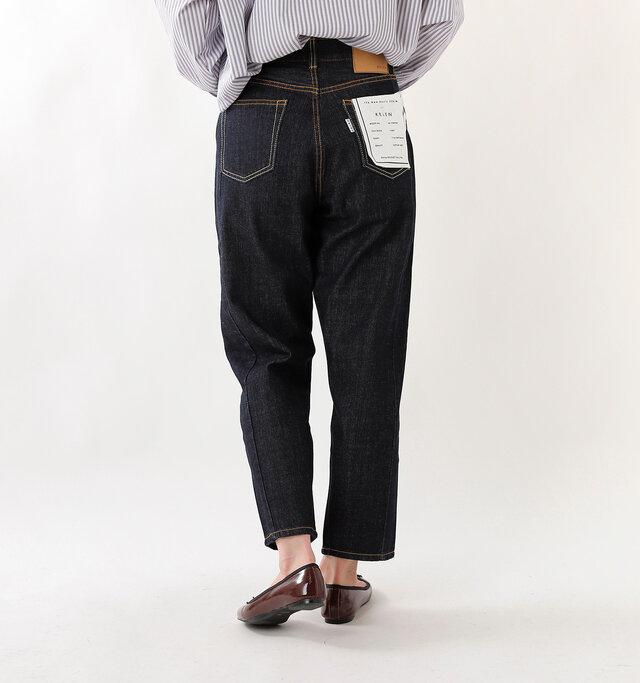 ヒップにもシンプルなポケット付き。