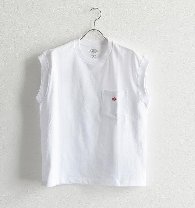 従来のポケットTシャツをベースに、ネックラインやポケットのサイズを変えて女性らしく。 「DANTON」でお馴染みのひし形ロゴもアクセントになっています。