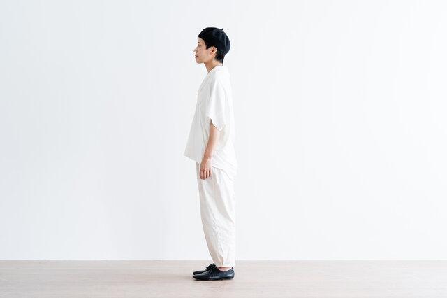 裾丈の前後差で、すっきりバランスのよいシルエット。うしろの裾丈が長めなので、さりげなく体型をカバーしてくれますよ。