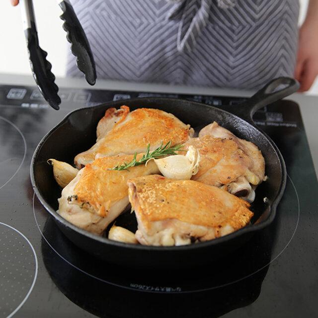 家族分の料理が一気に作れる9インチ。メインディッシュの鶏のローストもこの通り。場所によっての温度ムラが少ないから、より一層ジューシーに作ることができます。