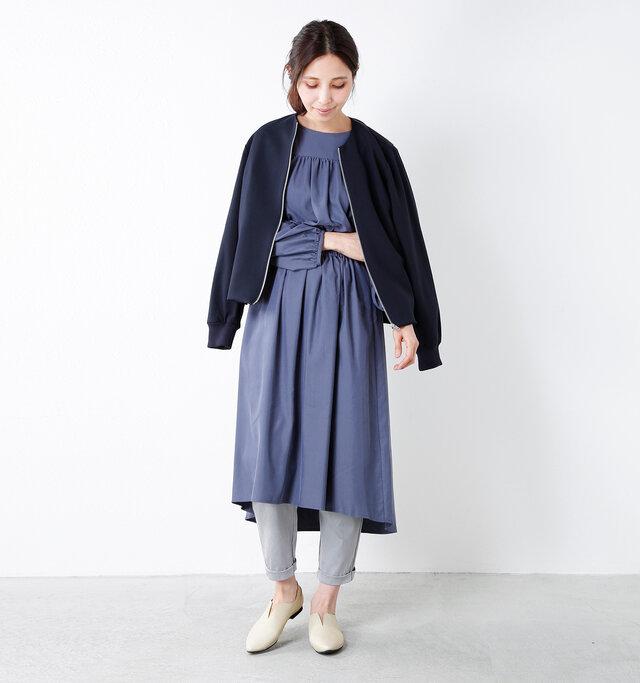 model yama:167cm / 49kg color : light gray / size : 38   ややスリムなシルエットなので、淡い色でもやぼったくなりません。