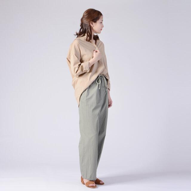 モデル:170cm / 54kg color : beige(col.810) / size : 38 (Mサイズ)