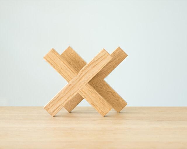 シンプルな十字形。S・Mサイズは、交差する2つのパーツを分解してコンパクトに収納できます