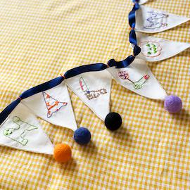 クロヤギシロヤギ ハロウィンの刺繍ガーランド