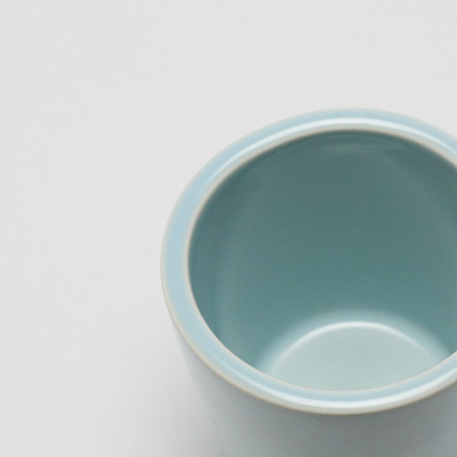 厚みがあり、やや角ばったリムは意外に口あたりが優しく、違和感なく使用できます。