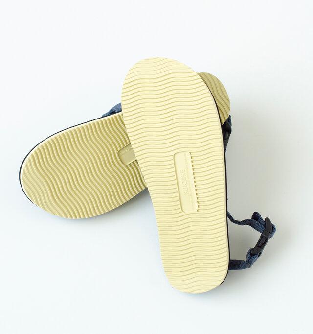 オリジナルのアウトソールは、反発力が高く、スニーカーのような履き心地です。カラーは2色ご用意。