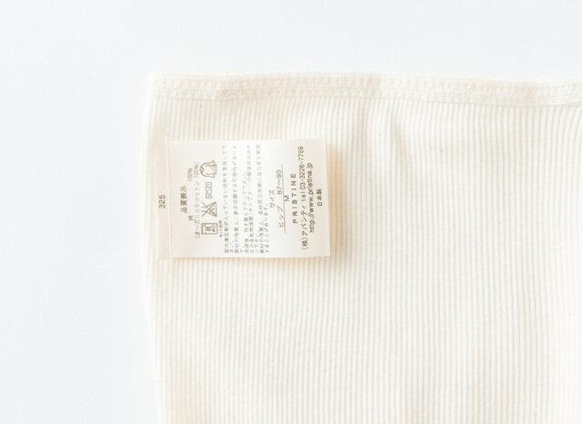 仮縫いをしていますので、洗濯ネームの真ん中から糸をひっぱっていただきますとスッと抜けます。 そのようにすれば生地にキズがつく心配がありません。