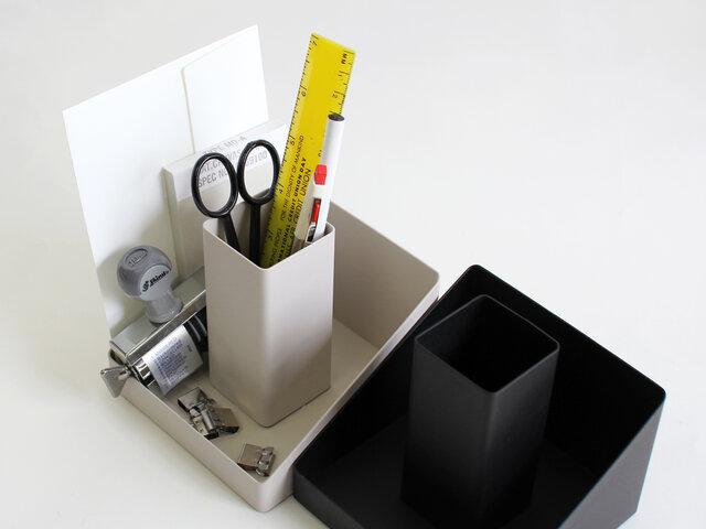 奥行きが文庫本と同程度のサイズのため、手帳や封筒なども収納ができます。