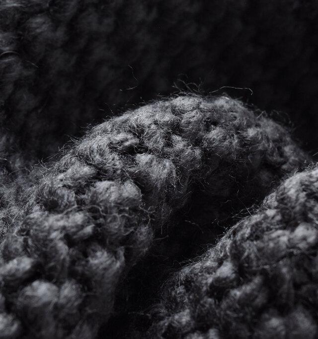 acrylic 82% / wool 18%
