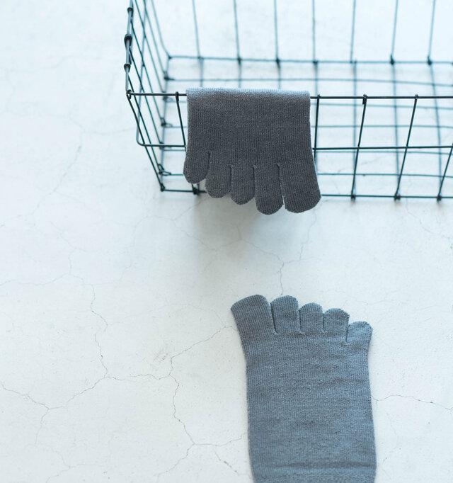 五本指靴下ならではの窮屈さを和らげるため足指の長さを大きくとり、生地の柔らかさにもこだわりました。