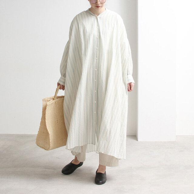 透け感が涼しげなワンピース。生地を贅沢に使い、ボリュームのあるデザインにしています。