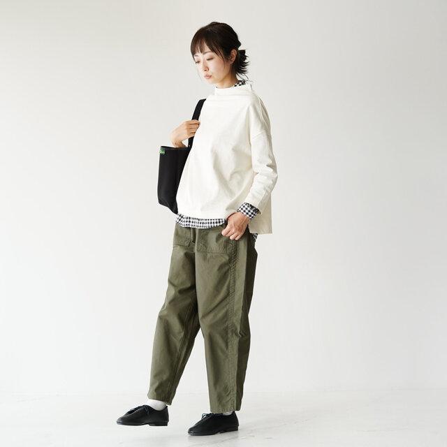 モデル:162cm / 43kg color : ecru ---------- ▼モデル着用感 普段着用サイズ: <TOPS>Sサイズ / <BOTTOMS>Sサイズ 着丈ちょうど良いです。 身幅はゆったりとしていて、楽ちんです。