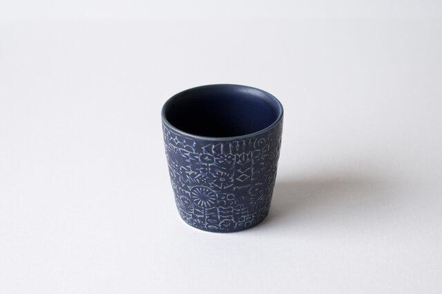 ■cobalt blue 和食器を思わせる、深みのあるブルー。存在感がありながらも、品格を感じさせるカラーです。