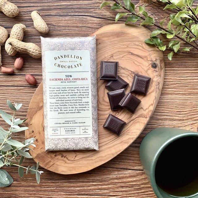 トゥリアルバ近くのハシエンダ・アズールという単一農園で作られたカカオ豆です。 終盤にかけて徐々に高まるフレーバーの変化が特徴で、ダージリンティー、ピーナッツ、ローストしたコーヒー豆の味わいが楽しめます。