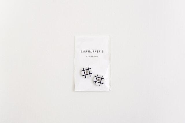 DARUMA FABRICでクルミボタンを作りました。 布でくるまれたクルミボタン。布ならではの温かみがある素材感で洋服とよく馴染みます。