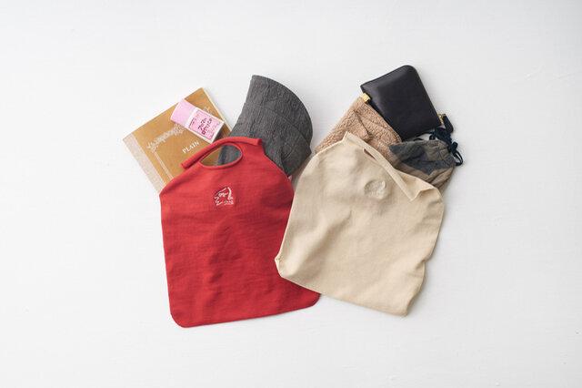 SSサイズは財布にハンカチ、帽子までしっかり入るサイズ感。