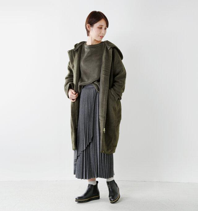 color : khaki / size : S  フロントを開けてざっくりと着ても、よりカジュアルな雰囲気が味わえてオススメです。