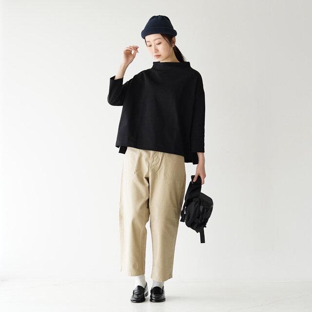 モデル:166cm / 47kg color : black ---------- ▼モデル着用感 普段着用サイズ: <TOPS>Sサイズ / <BOTTOMS>Mサイズ しっかりとした生地感ですが、ごわつき無く、形も綺麗に出て着やすいです。 首元の立ち上がりがとっても可愛かったです。