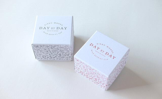 カップのデザインと同じ柄が描かれた箱に入れてお届けします。 大切な方への贈りものにもおすすめです。
