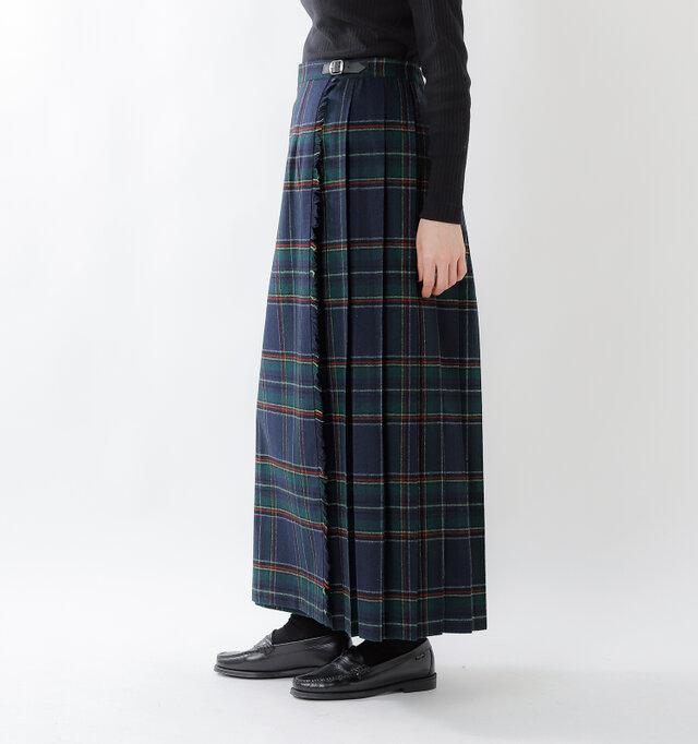広がりすぎないキレイなシルエット。流行に左右されないスカートだから、ずっと大切に使い続けられます。巻きスカートデザインですので、下半身を冷えから守ってくれる女性に嬉しい1枚です。