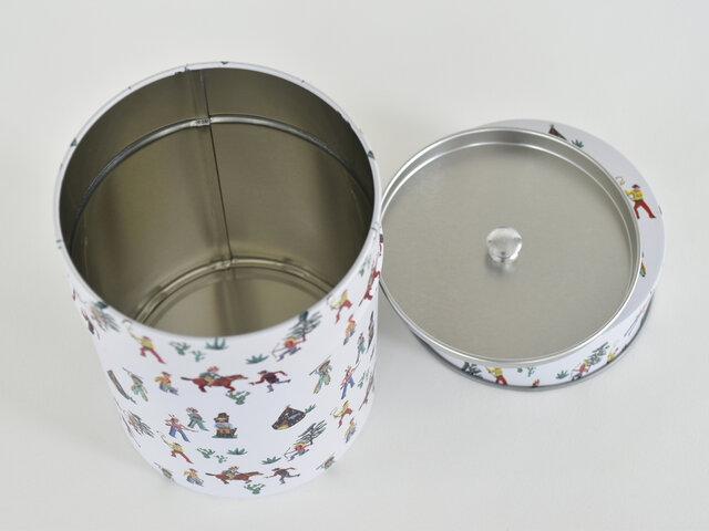 こちらはコーヒー豆なら約200g入れることができます。他にも、紅茶や日本茶などのお茶っ葉を入れたり、湿気に弱い乾物やシリアル、お菓子をいれてもいいですね!