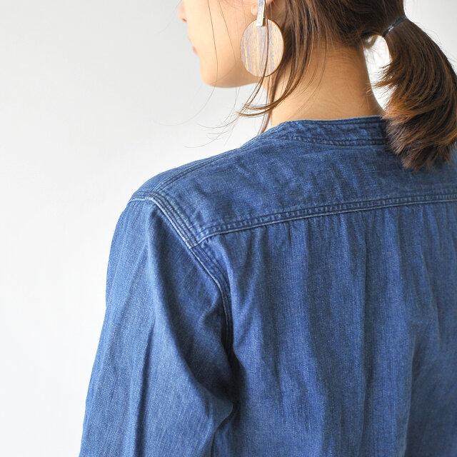 肩や脇、負荷がかかる部分に3本針のミシンを使用することで強度を上げています。